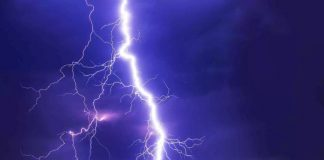 striking facts about lightning